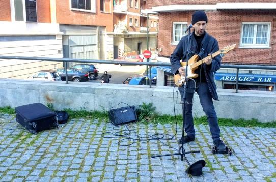 Adrian Saint versionando a Bob Dylan. (c) Rau García